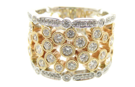 Ladies 14kw ring with 14k yellow center bezel set diamond ring. 1.27cttw